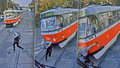 Neuvěřitelný hazard! Chlapec v Brně přebíhal před tramvají, ta ho srazila.