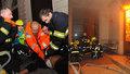 Dramatické fotografie pražských hasičů ze zásahu při požáru hotelu v centru metropole.