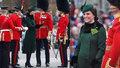Královský pár slavil den sv. Patrika: Vévodkyně Kate v uplém kabátku ukázala těhotenské bříško.