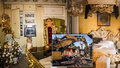 Italská mafie má zkažené Vánoce: Policie jim zdemolovala 8 domů a zabavila luxusní vybavení
