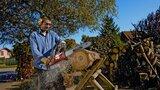 Jak ušetřit za teplo? Začněte topit dřevem! Poradíme, čím ho zpracovat