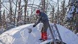 Muž spadl v Železné Rudě ze střechy: Doplatil na odklízení sněhu!