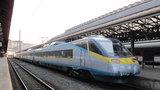 Děsivá sebevražda: Milan přežil skok pod vlak, odjel autem a opodál se oběsil