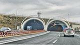 Tunely na Pražském okruhu uzavřela nehoda: Boural osobák a nákladní auto