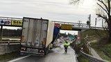 Řidiči, pozor: Ledovky pokryly silnice, při nehodě zemřeli ráno tři lidé