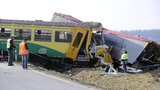 Vlak se srazil s kamionem: 11 zraněných na Pelhřimovsku