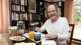 Ondřej Hejma slaví 65. narozeniny: Víte, že studoval čínštinu a byl 22 let zpravodajem?