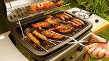 Jak bezpečně grilovat? Pozor na odkapávající tuk a nedopečené maso