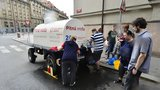 Pro vodu do cisterny: Ulici Nádražní na Smíchově čeká odstávka
