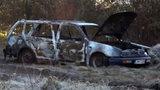 Záhadná smrt na Slovensku. Vedle hořícího auta leželo ohořelé tělo