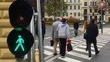 Zadýchaní chodci lamentují: Zelený panáček ze semaforu hned zmizí. Co s tím?