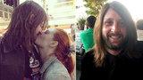Zemřel mi v náručí, nemohl dýchat, popsala smrt manažera kapely, po kterém pátrala zoufalá přítelkyně, svědkyně