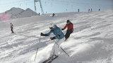 Bezpečně z kopce: Víte, co vám hrozí při lyžování a jak se toho vyvarovat?