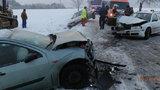 Drsná srážka tří aut: Zranily se dvě děti!