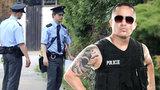 Tetovaní, nemocní a chytřejší než silnější: Policie marně shání nováčky