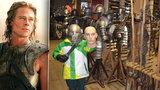 Filmová zbrojnice v Táboře: Vyzkoušejte helmici Brada Pitta