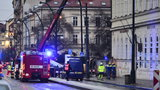 Evakuace Karlovy univerzity kvůli plynu. 200 lidí na ulici, stály i tramvaje