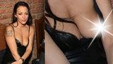 Agáta Prachařová prahla na večírku po pozornosti: Olízala talíře a ukázala prsa
