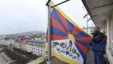 Policie donutila muže nezákonně sundat tibetskou vlajku, rozhodl soud