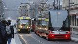 Hlučné tramvaje v Praze mohou jezdit dál. Až do roku 2022