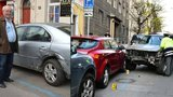 Opilý policajt naboural 51 aut: Byla narvaná až ve zdi a lidi na sebe řvali, říká svědek