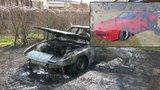 Po zimě poprvé vytáhl červeného elegána, jenže... Porsche za půl milionu shořelo do deseti minut!