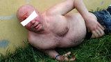 Polonahý a opilý muž usnul u zastávky: V krvi měl přes tři promile!