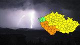 Bouřky udeří ve většině krajů. Extrémně pršet má na jihu Čech, hrozí i povodně