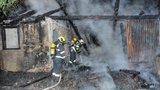 Hasiči hasili opuštěný dům v Malešicích. Uvnitř našli ohořelé torzo lidského těla