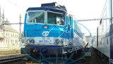 Vážná nehoda v železniční stanici: Rychlík srazil mladého muže (33)