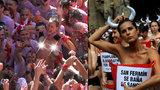 Kozy mezi býky: Holky vytasily na festivalu ňadra, aby bojovaly proti týrání zvířat