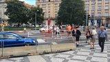 Bláznivý semafor v Praze: Řidiči brzdí na zelenou, lidé chodí na červenou