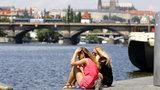Praha je čím dál teplejší: Horko mají porazit stromy a světlejší asfalt