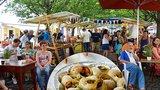 Šneka za 25 Kč na chuť: Francouzské speciality i francouzská hudba až do neděle na Kampě