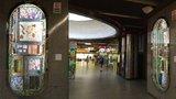 """Barevná vitrína v metru na """"Karláku"""": Futuristickou výstavu nepřehlédnete"""