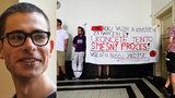 Student Ševcov vyvázne bez postihu. Natáčením sprejování nespáchal ani přestupek