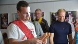 Na Prague Pride představili lék proti HIV. Tabletka zastínila i hraní s kondomy