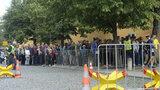 Kontroly u vstupů na Hradě zůstávají: Podle policie jsou i nadále potřeba