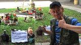 Bezdomovecká výstava na holešovickém nádraží: Za příspěvek vám do ní Honza zasadí květinu
