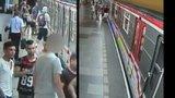 Napadení v metru! Šest mladíků bezdůvodně zbilo dva cestující