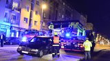 Bulharský Mercedes chtěl předjet tramvaj: Dítko skončilo v nemocnici