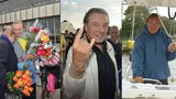 Pět nejsilnějších fotek z Mistrem nenáviděné knihy: Gott ukazuje paroháče a nechává k sobě tulit fanynku