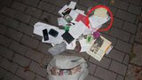 Zpackaná krádež: Zloděj přehlédl 300 tisíc v kabelce a zahodil ji!
