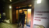 Opilec napadal lékaře v prostějovské nemocnici: Zpacifikovat ho musela policie