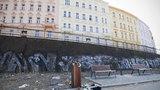Praha 3 vyrazí do boje proti graffiti: Za 28 milionů vyčistí fasády stovek objektů