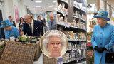 Alžběta II. obhlížela regály v supermarketu, Češi dnes nemohli
