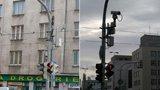 »Šmírácká« kamera na Letenském náměstí? Sleduje okna protějšího domu. Proč?