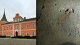 Nový objev na sokolovském zámku: Sklepní nápisy ze 17. století mohli vyrýt vězni