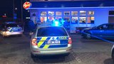 Dva muži přepadli benzínku. Policisté pachatele obklíčili, přesto je nechytili