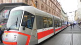 Vysokoškoláci brigádničí v tramvajích: Za hodinu si vydělají 154 korun